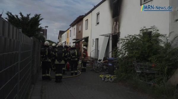 """Speyer – NACHTRAG: Video – Reihenhausbrand in der Straße """"Am Sandhügel"""""""