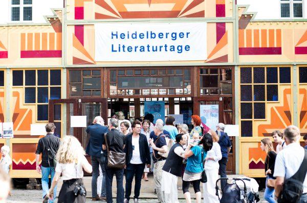 """Heidelberg – 4.500 Besucher bei den """"Heidelberger Literaturtagen im Aufbruch""""! Große Resonanz auf Autorenlesungen und Kinderprogramm – Open-Air-Lesewohnzimmer sorgte für gute Atmosphäre und Aufmerksamkeit"""