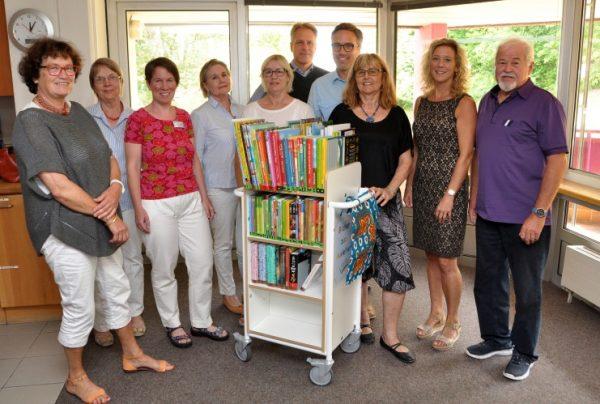 Mosbach – Ein Wagen voller Phantasiewelten  – Rehaklinik Mosbach: Kinder- und Jugendbücherei der Uniklinik Heidelberg spendet fahrbare Kinderbibliothek