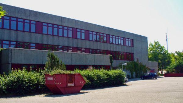 Landau – In den kreiseigenen Schulen wird während der Sommerferien gewerkelt