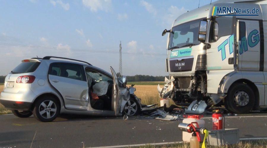 Landau –  Schwerer Verkehrsunfall auf der B272  endet für Fahrerin tödlich (Video)