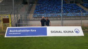 Mannheim – Die SIGNAL IDUNA Gruppe verlängert und erweitert die Premium Partnerschaft beim SV Waldhof Mannheim.