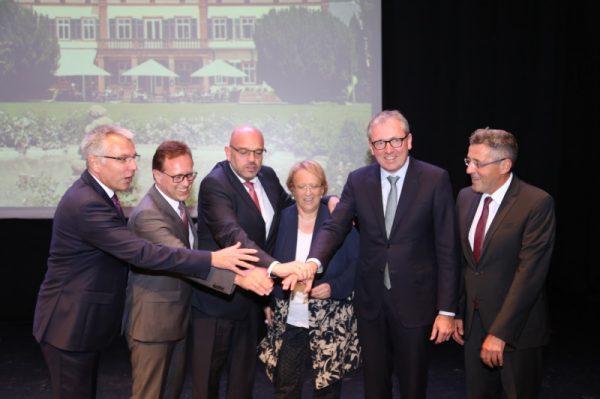 Weinheim – Hunderte geladener Gäste verabschiedeten Weinheims OB Heiner Bernhard in der Stadthalle