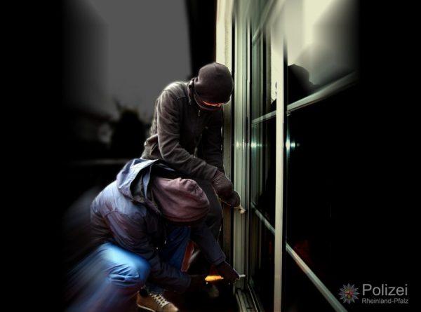 Ludwigshafen – Einbrecher in Einfamilienhaus in der Damaschkestraße überrascht