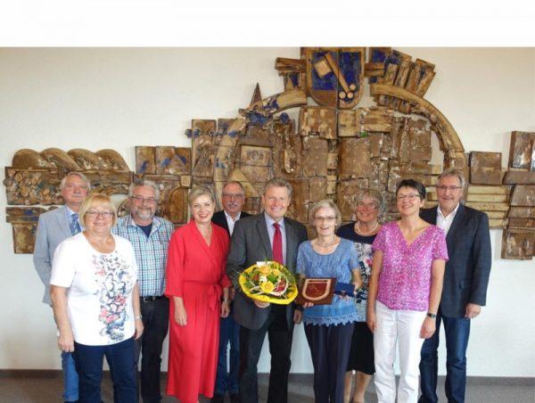 Rhein-Pfalz-Kreis – Staatsmedallie des Landes Rheinland-Pfalz für Maritta Magin aus Mutterstadt