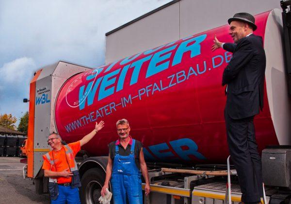 Ludwigshafen – Pfalzbau Bühnen drehen die Werbetrommel auf Abfallfahrzeugen