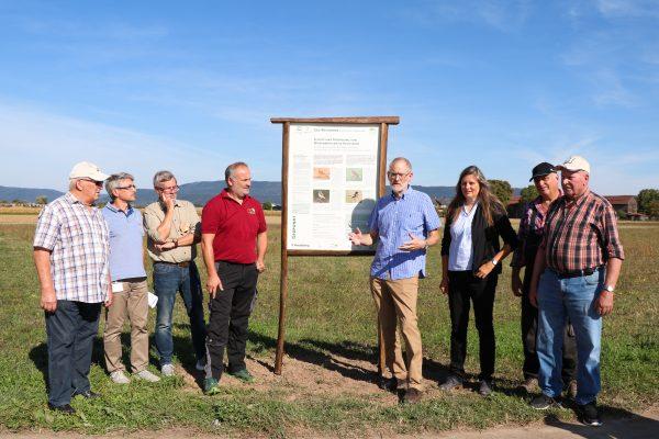Heidelberg – Schutz und Förderung von Wiesenbrütern in Heidelberg: Neue Tafel informiert über Schutzmaßnahmen
