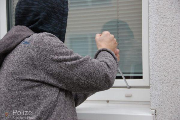 Mannheim – Über Flachdach auf Balkon geklettert und Tür aufgehebelt – Zeugen gesucht!