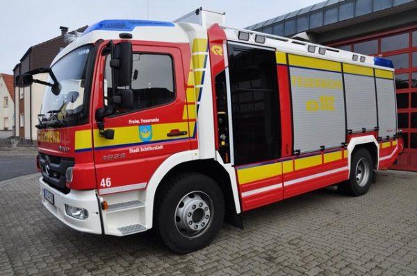 Schifferstadt – Feuerwehr löscht brennenden Müll in Autowerkstatt
