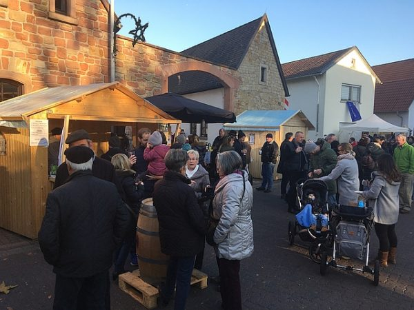 """Dannstadt-Schauernheim – """"Kunst & Genuss im Dorf"""" lockt zahlreiche Besucher auf die Marktmeile in der Kirchenstraße"""