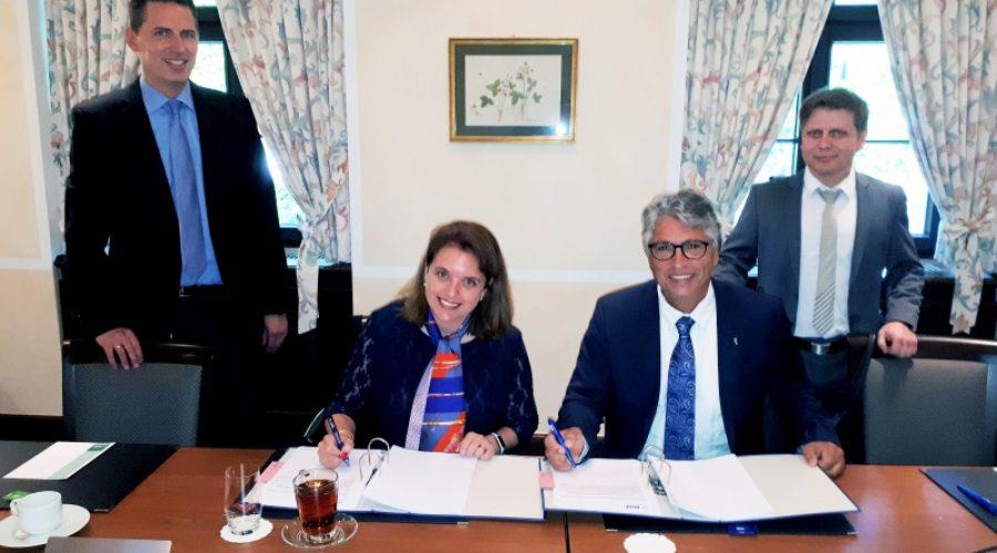 Ludwigshafen – Fasihi und BASF unterzeichnen Vertrag