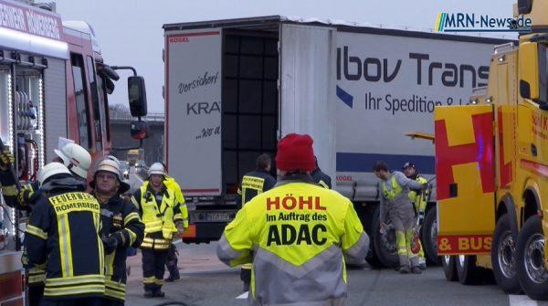 Speyer / Rhein-Pfalz-Kreis – Video zum LKW Unfall B9 – Fahrer schwer verletzt – Sperrung aufgehoben