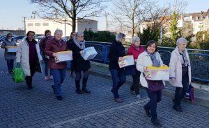 Mannheim – Ehrenamtliche belegen Pausenbrote für Kinder – Aktion in der Fastenzeit von youngcaritas und der Kirchengemeinde Mannheim Nord