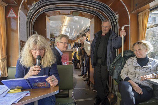 """Heidelberg – MRN-NEWS-Veranstaltungstipp: UNESCO-Welttag der Poesie: Autorinnen und Autoren lesen in der Straßenbahn """"Sixty"""" – Literarische Rundfahrt am 21. März mit Poeten aus Heidelberg und der Metropolregion!"""