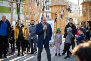 Heidelberg – Neuer Spielplatz begeistert Kinder und Erwachsene! Oberbürgermeister Prof. Dr. Eckart Würzner eröffnete Kinderspielplatz Frühlingsweg in Pfaffengrund!