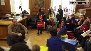 Heidelberg – Politische Kinderfragen an Oberbürgermeister Eckart Würzner beim Kindertag im Rathaus 2019