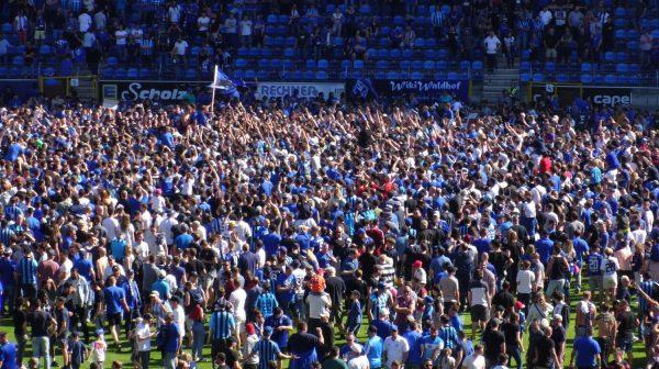 Waldhof Mannheim ist aufgestiegen! – 14.413 Fans jubeln nach Sieg gegen Worms