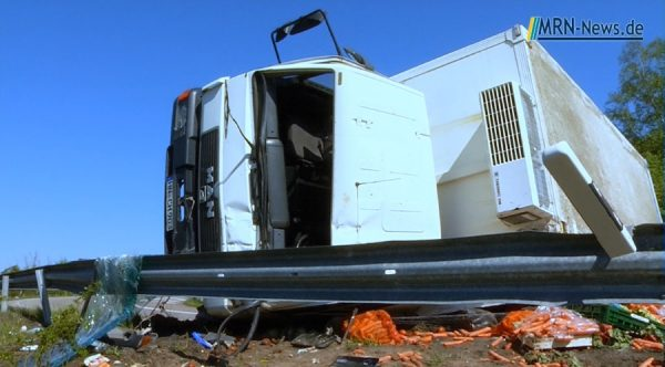 Speyer – Schwerer Unfall auf B9 – LKW umgekippt