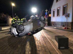 Lambsheim – Wagen überschlägt sich – Ortsdurchfahrt aktuell wegen Unfallaufnahme gesperrt