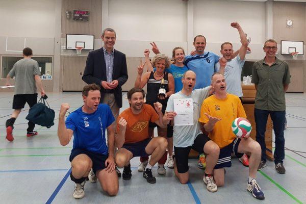 Landau – Baggern, pritschen, schmettern – Lehrerinnen- und Lehrerteam des Otto-Hahn-Gymnasiums gewinnt Landauer Stadtmeisterschaft im Volleyball