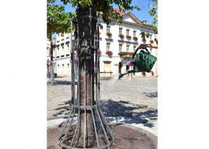 Landau – Hochsommerliche Temperaturen in Landau und der Südpfalz: Verstärkte Wässerung junger Bäume durch städtischen Bauhof und externe Unternehmen