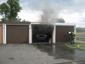Neustadt – Technischer Defekt – Pkw fängt in Garage Feuer