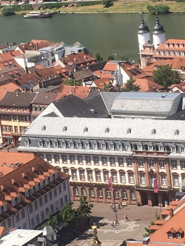Heidelberg – Sommerferien: Einige Ämter und Dienststellen der Stadt Heidelberg haben geänderte Öffnungszeiten