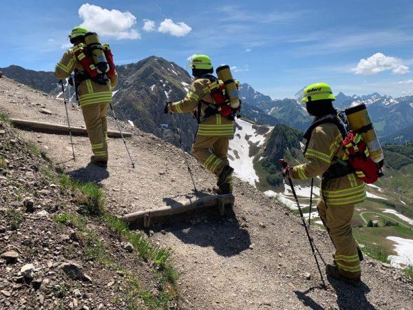 Mannheim – In voller Feuerwehrmontur über die Alpen