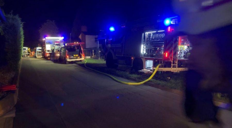 Rhein-Pfalz-Kreis – Erstmeldung: Aktuell Feuerwehreinsatz in Dannstadt-Schauernheim  – Spritz-Anhänger mit gefährlicher Ladung umgekippt