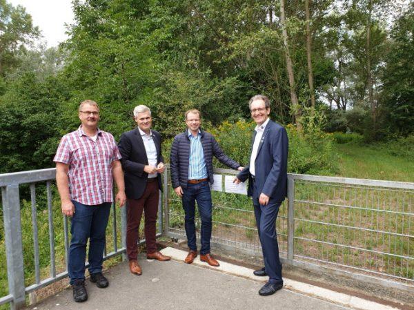 Brühl – Wiesenbegehung der Bürgermeister führt am Leimbach entlang