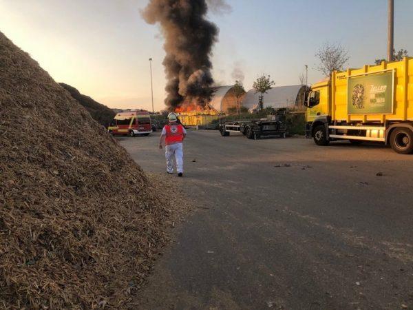Rhein-Pfalz-Kreis – ERSTMELDUNG:  Brand bei der  Recyclingfirma Zeller in Mutterstadt