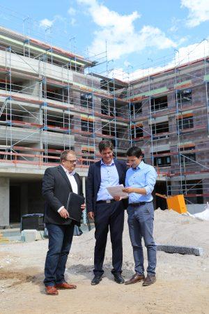 """Heidelberg – """"Lebendiges Viertel mit hoher Aufenthaltsqualität!"""" Erster Bürgermeister Jürgen Odszuck besuchte zum Start seiner Sommertour das Quartier Höllenstein"""