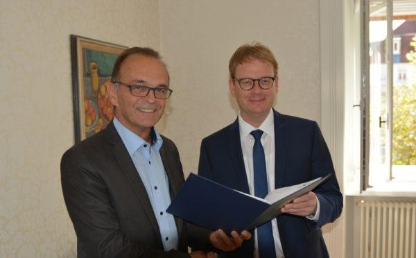 Germersheim – Staatssekretär Dr. Thomas Gebhart überbringt für den Breitbandausbau im Kreis Germersheim Zuwendungsbescheid des Bundes