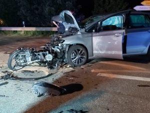 Haßloch – Feuerwehr bei schwerem Verkehrsunfall zwischen Motorrad und Auto im Einsatz