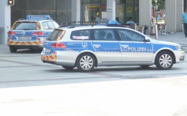 Heidelberg – Großeinsatz der Polizei wegen Schlägerei bei Einschulungsfeier im Emmertsgrund – Polizistin durch Messerstich verletzt!