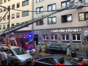 Mannheim – Feuerwehr im Einsatz bei #Zimmerbrand in G7