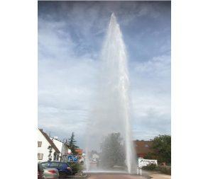 Maxdorf – 10m hohe Wasser-Fontaine in BASF-Siedlung