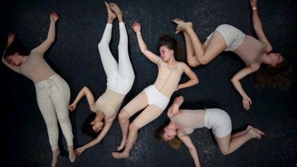 Ludwigshafen – Im Rahmen des  Internationalen Festivals OFFENE WELT präsentiert der Junge Pfalzbau:Bodybilder – eine Performance