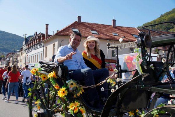 Frankenthal – Nachlese: Miss Strohhut Vanessa Quietzsch beim Winzerfestumzug in Neustadt