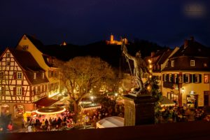 Weinheim – Weihnachten unter den Burgen – Weinheimer Weihnachtsmarkt auf dem Marktplatz ab 7. Dezember an drei Adventswochenenden – Samstags weihnachtliche Stadtführungen