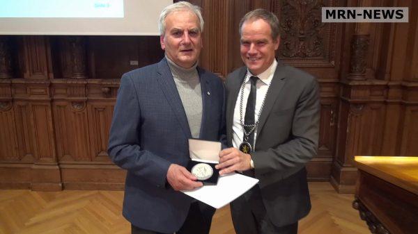 Heidelberg – Verleihung der Bürgerplaketten der Stadt Heidelberg am 20. November! Engagierte Bürger werden für ihr herausragendes Engagement ausgezeichnet