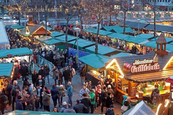 Mannheim –  Mannheimer Weihnachtsmarkt am Wasserturm – Stimmungsvoller Treffpunkt