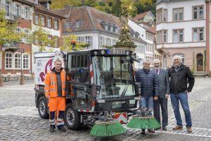 Heidelberg – Erste elektrische Kehrmaschine Heidelbergs in der Altstadt im Einsatz