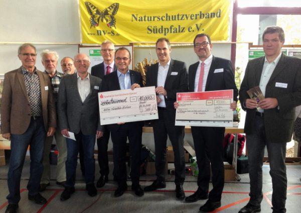 Landau – Spenden der Sparkassen für die Stiftung zum Schutz von Landschaft und Natur in der Südpfalz