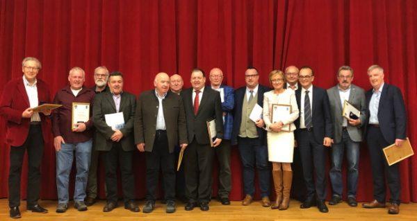 Germersheim – Landrat würdigt verdiente ehemalige Kreistagsmitglieder – Ehrenplaketten des Landkreises Germersheim verliehen