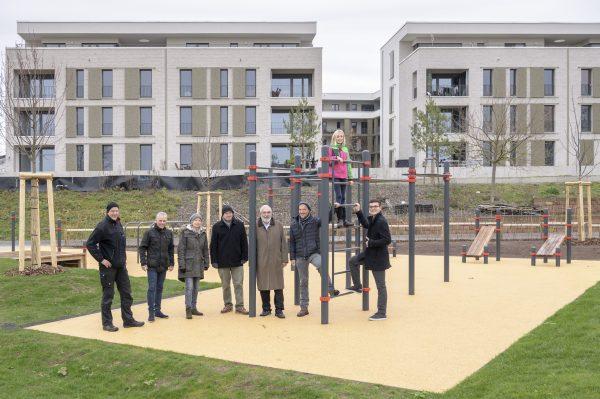 Heidelberg – Neue Spiel- und Sportfläche für Jugendliche! Street-Workout-Anlage ergänzt Angebot in der Bahnstadt