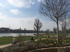 Heidelberg – Coronavirus: öffentliche Spiel- und Bolzplätze sind gesperrt, Grünanlagen sind offen – Das Neckarvorland ist aktuell gesperrt