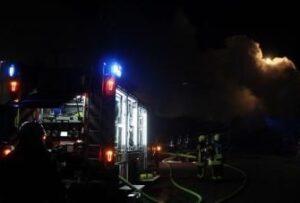 Edingen-Neckarhausen – Einfamilienhaus in Brand geraten – Bewohnerin blieb unverletzt