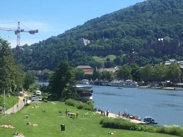 Heidelberg – Abstandhalten leichtgemacht: Kreise auf der Neckarwiese bieten Orientierungshilfe!