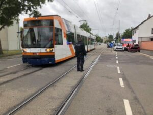 Ludwigshafen – AKTUELL Unfall zwischen Straßenbahn und PKW in #Oggersheim-